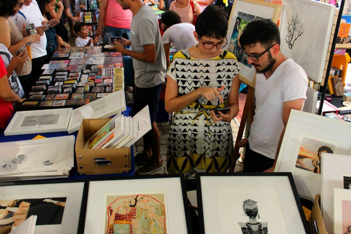 Artistas vendem suas criações na edição de aniversário de dois anos do Picnik, em abril.