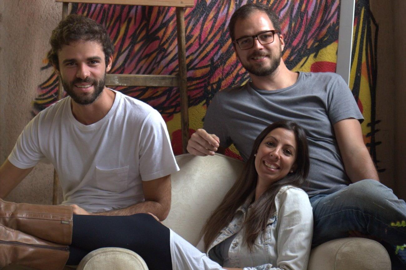 Marcos Salles, 28, Vinicius de Paula Machado, 33, e Ursulla Araújo, 31: sócios da Carioteca e cofundadores da GOMA