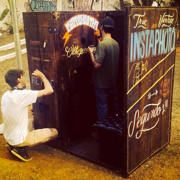 Mais uma cabine com a marca de qualidade Instaphoto sendo criada, esta pelos artistas da Sinlogo