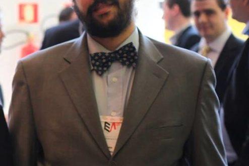 Bruno Parga, 29, é bacharel em História, graduando em Contabilidade, tradutor e ex-diplomata.