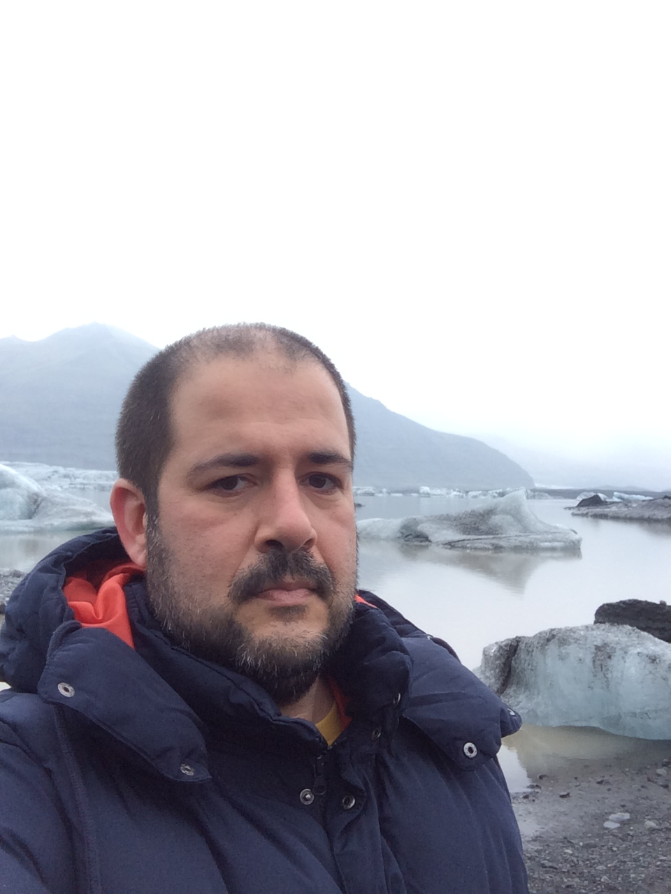 Eduardo Nasi, 38, é jornalista mas trabalha com publicidade, com design de livros e com ilustração.