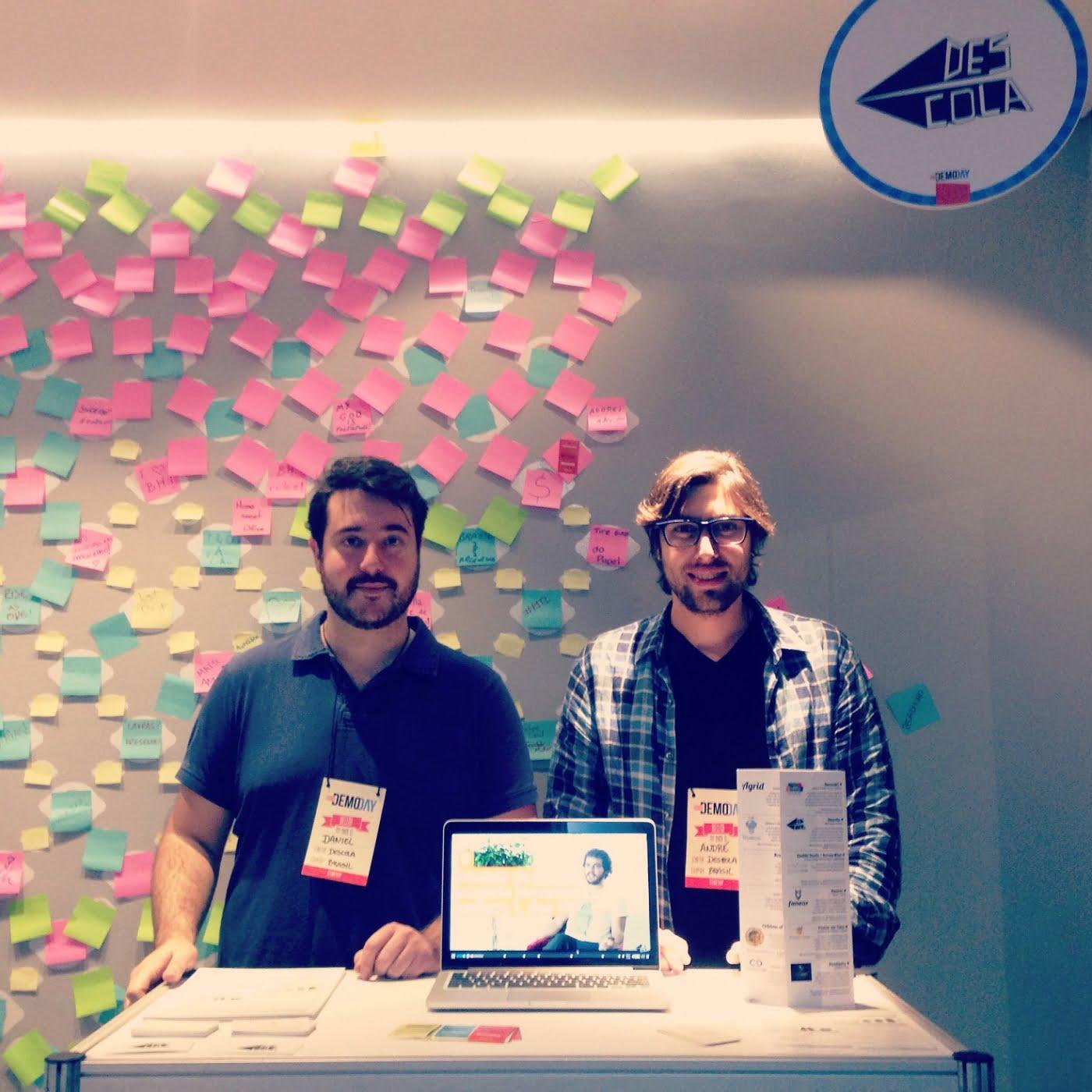 Daniel Pasqualucci e André Tanesi tocando a lojinha em evento do SEED, em Minas Gerais