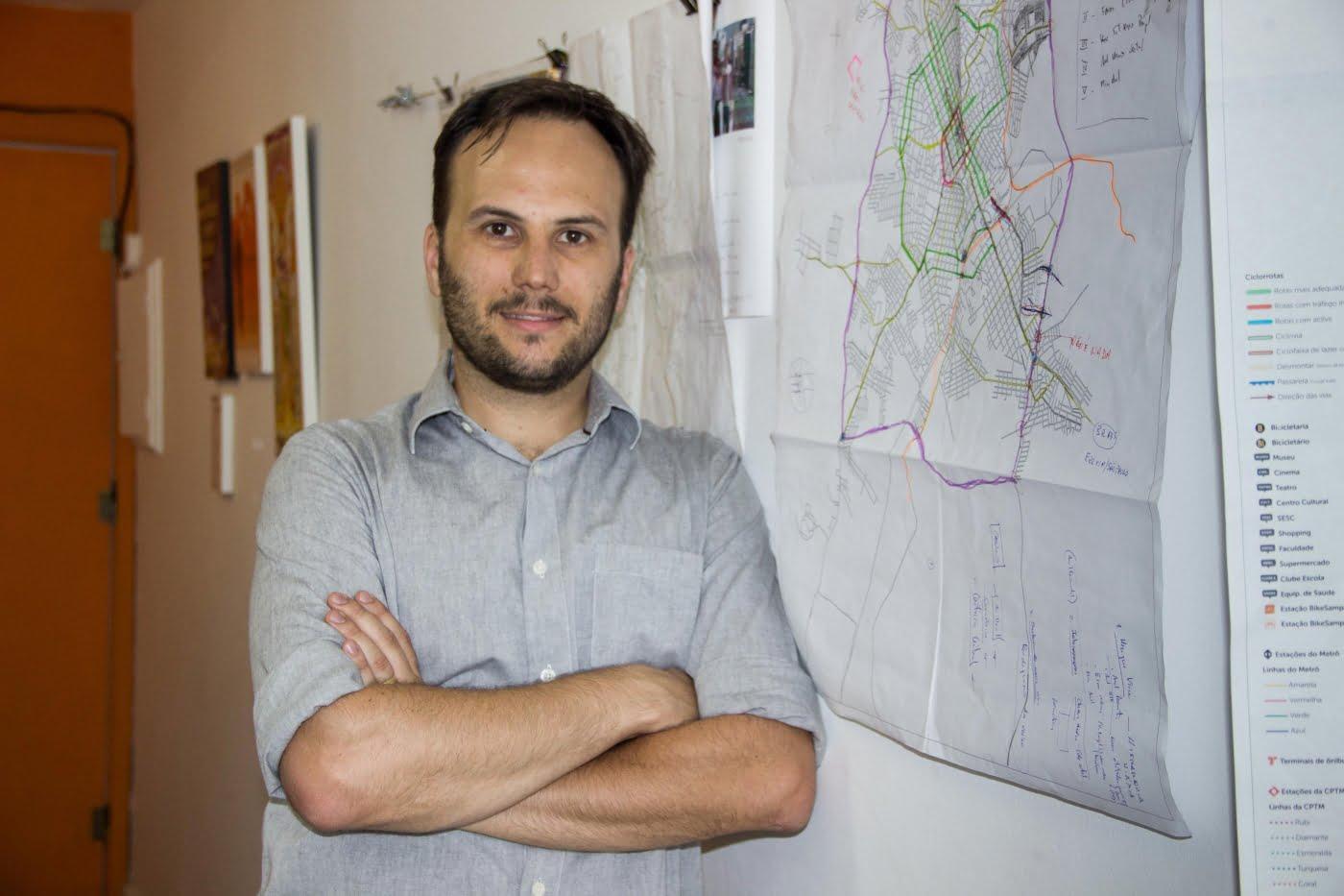 Ricardo na sede da TC Urbes: projetos de ciclovias estão por toda a parte