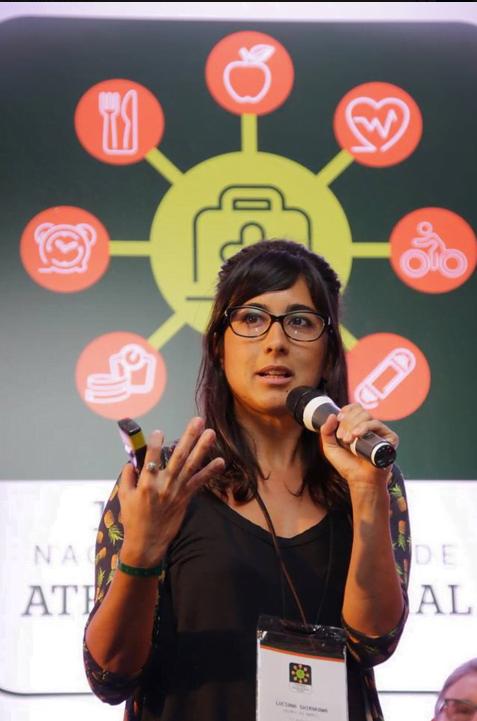 Luciana Shirakawa, consultora da Cria, em uma palestra sobre oportunidades de inovação no ecossistema de saúde, promovida pela Unimed em Florianópolis.