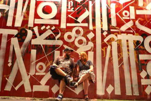 Marcelo e Marina, criadores do Instagrafite: um business alimentado pela paixão mútua pela arte de rua.