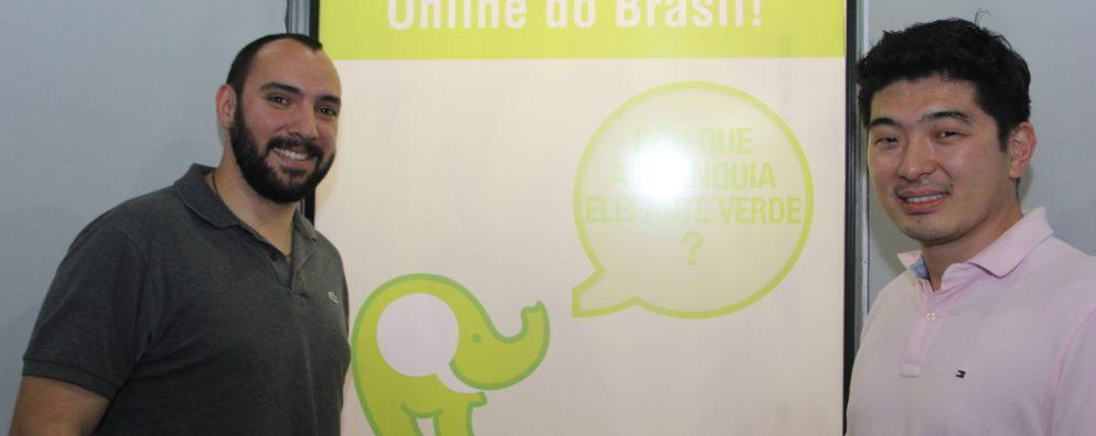 Fábio e Caio, os sócios-fundadores, no QG da empresa em Mogi das Cruzes, interior de São Paulo.