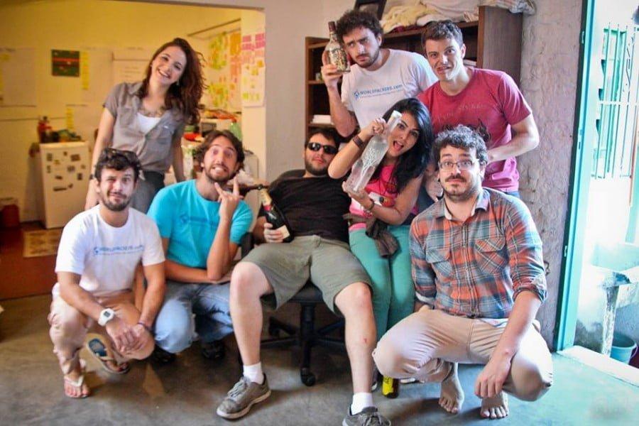 Equipe Worldpackers comemorando o último Natal, no QG da empresa, em São Paulo.