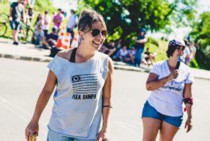Aline Cavalcante, d'oGangorra: biker, jornalista e ativista social que encontrou uma maneira de viver de sua paixão.