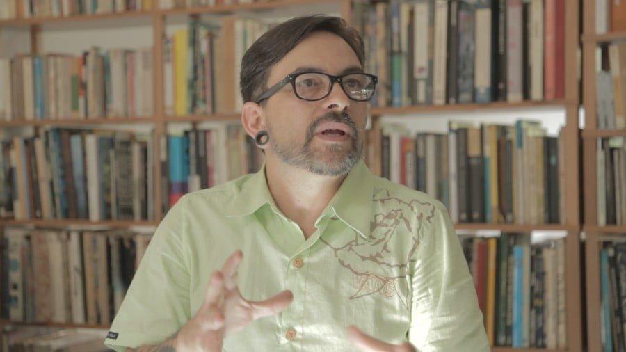 Baixo Ribeiro, da Choque Cultural, conta sobre o seu grande encontro de amor e seus espaços pela cidade - entre eles, a Serra da Cantareira
