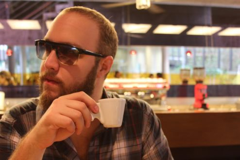 """Lucas Pretti, do Preto Café, e a emergência do movimento """"Pague quanto puder"""", em que o preço é definido pelos consumidores"""
