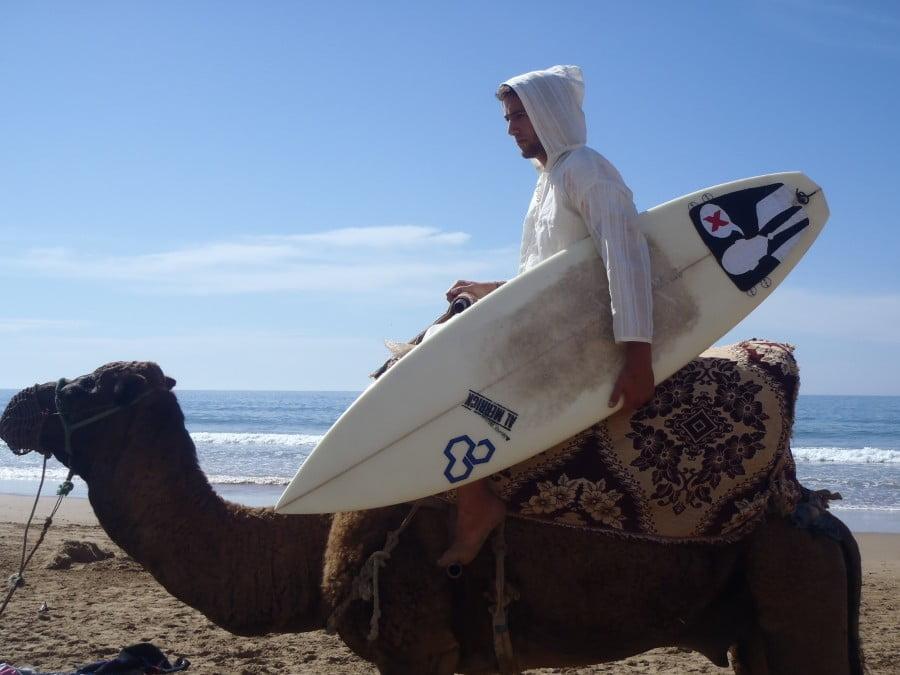 Ao dispensar os hotéis cinco estrelas, Riq percebeu que as viagens tinham muito mais experiências a oferecer.