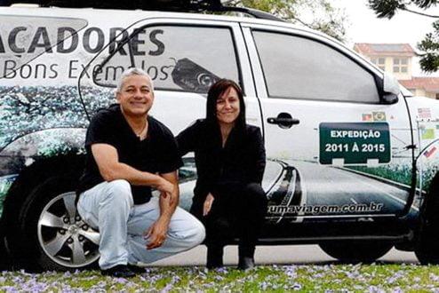 Eduardo e Iara Xavier, Os Caçadores de Bons Exemplos, já percorreram mais de 225 mil quilômetros e 594 cidades brasileiras, catalogando as iniciativas mais bacanas em curso no país
