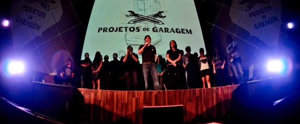 """Roberto Meirelles, ao centro, num evento do Projetos de Garagem: """"Para empreender, é preciso ter muita paixão pelo projeto. E muita, mas muita disposição mesmo, para trabalhar por ele"""""""