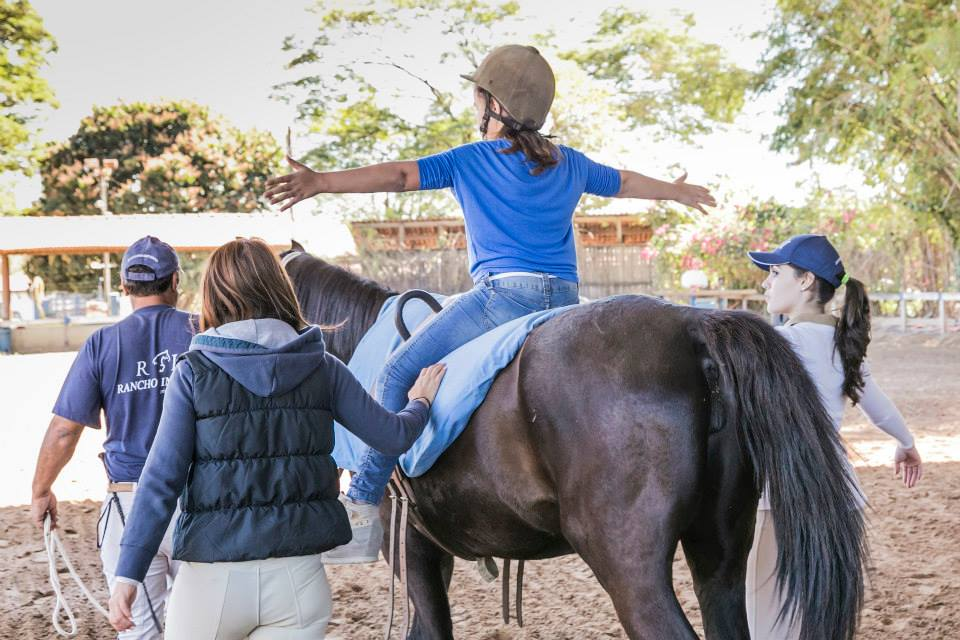 Ajudar crianças especiais a se sentirem mais felizes e autônomas. O dia-a-dia deve ser recompensador na Estância Tordilha...