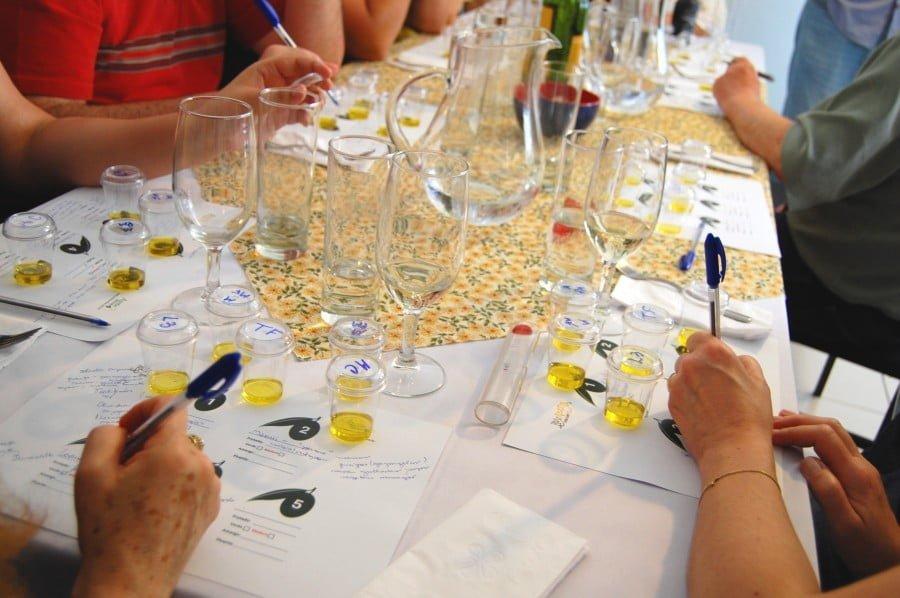 As degustações explicam as categorias e envolvem ainda mais os clientes (foto: Henrique Manreza).
