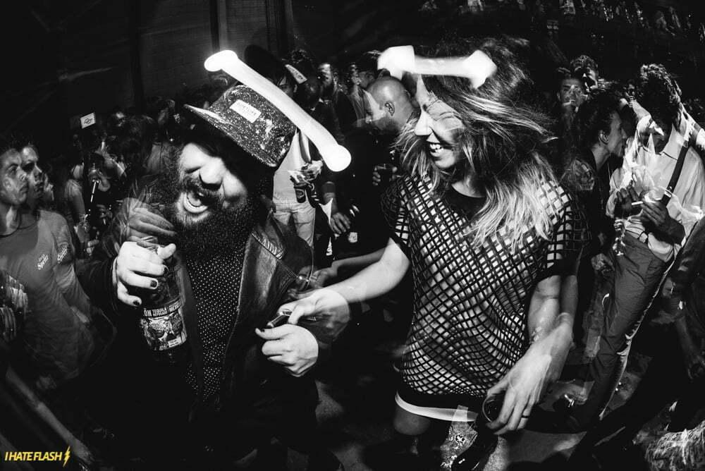 A celebração é política corporativa na Flag. Aqui, o famoso sorriso de Luisa Martini, de perfil, numa festa da The Kumite.