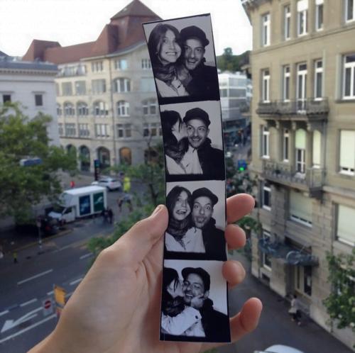 """O casal em Zurich. Um dos acordos entre eles consiste em ter um trabalho que os permita ser """"nômades digitais""""."""