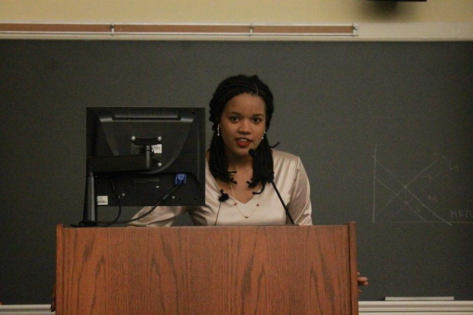 Georgia em mais uma palestra sobre seu projeto para diagnóstico da endometriose