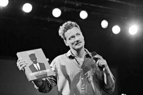 """Thomas Kolster: """"Ninguém gosta de se relacionar com pessoas que não dão a mínima para os outros. A gente se aproxima de quem gosta da gente. Com as marcas, é a mesma coisa""""."""