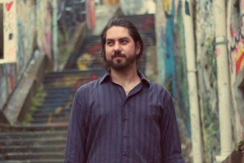 Andre Deak, na cidade que escolheu viver e tentar melhorar.