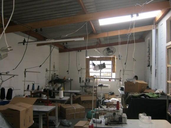 Uma das oficinas da cadeia produtiva da Zara flagrada com trabalho escravo pela Repórter Brasil em 2011 (foto: Bianca Pyl)