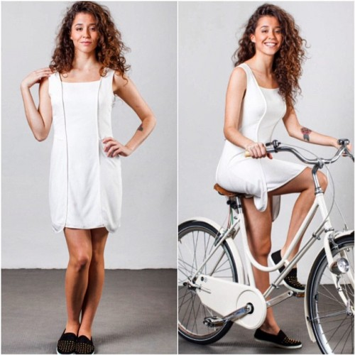 Vestido pétala, da Velô: o tecido sobreposto se abre, permitindo o movimento das pernas na bicicleta.