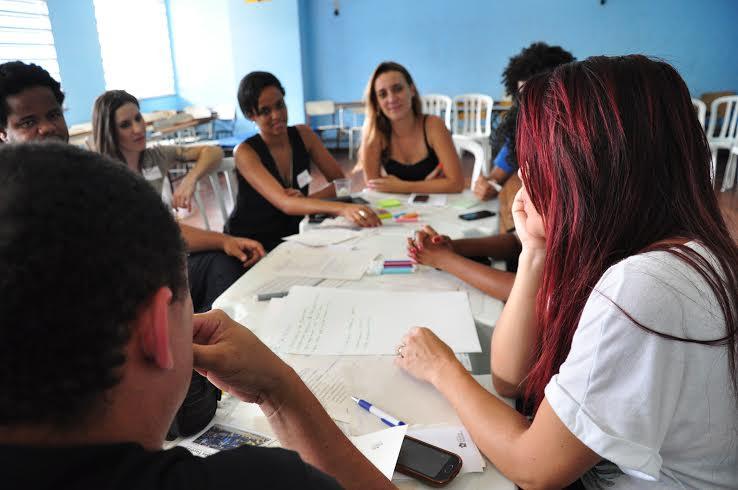 Reuniões com a comunidade do Alemão para definir onde seria aplicado o investimento social naquela comunidade.
