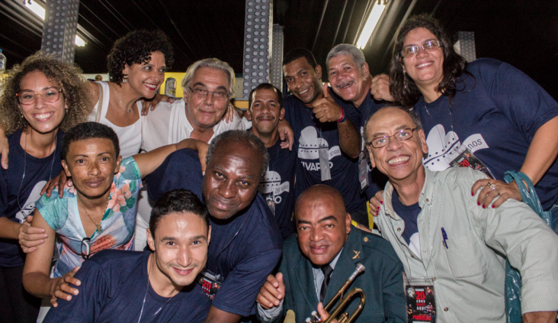 Parte da equipe do Viva Rio, que comemora 20 anos de atividades (foto: Vitor Madeira)
