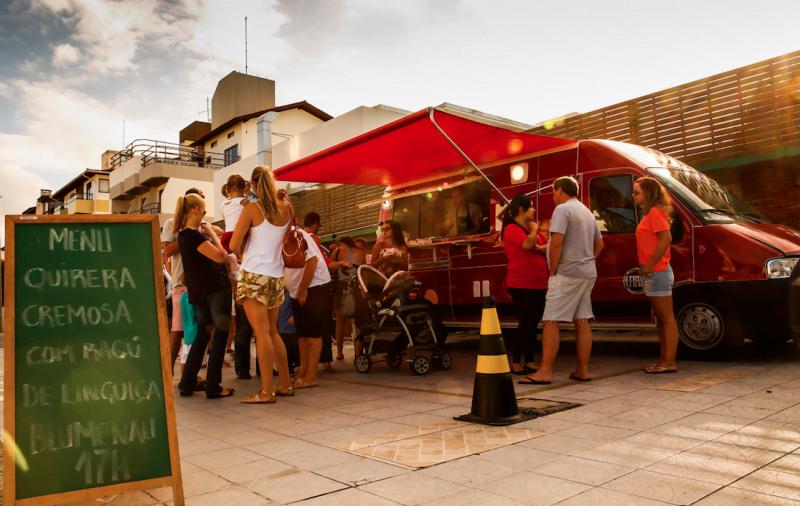 Food Truck Destemperados na praia de Jurerê Internacionall