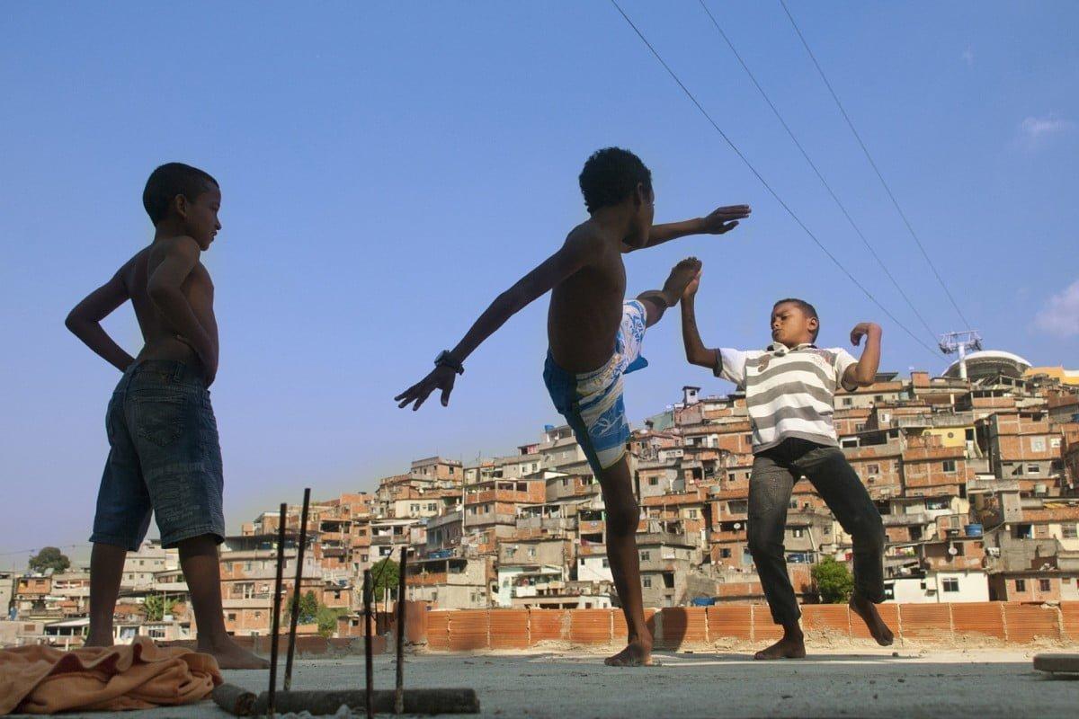 O Viva Rio atua em mais de 60 favelas cariocas, como o Morro do Alemão