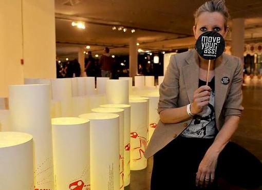 Em 2011, Ronaldo Fraga desenhou a estampa (esse esqueleto) do manifesto Move contra o uso de peles na moda. Fez barulho.