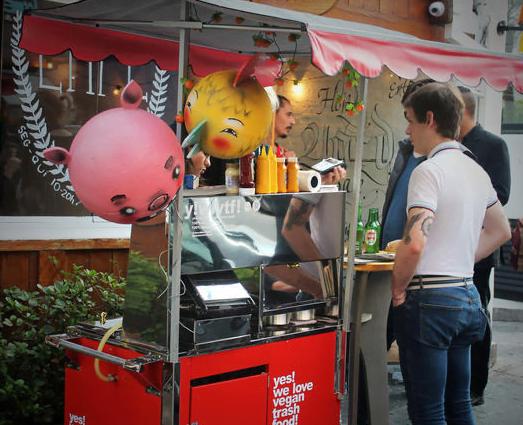 A Move Institute diversificou e agora tem um Food Truck ativista: hambúrguer 100% vegano.