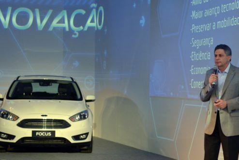 Marcio Alfonso, da Ford, apresenta o novo Focus: hoje em dia a montadora busca inovação fora de seus muros.