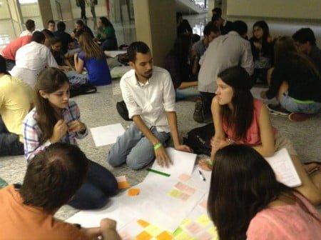 Estudantes reunidos em um workshop promovido na FEA-USP.
