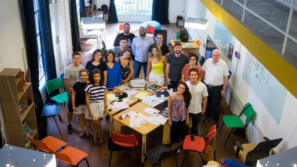 Encontro de cocriação do livro Projeto Mola, que teve recorde de financiamento coletivo no Brasil, no espaço central da Laboriosa 89.