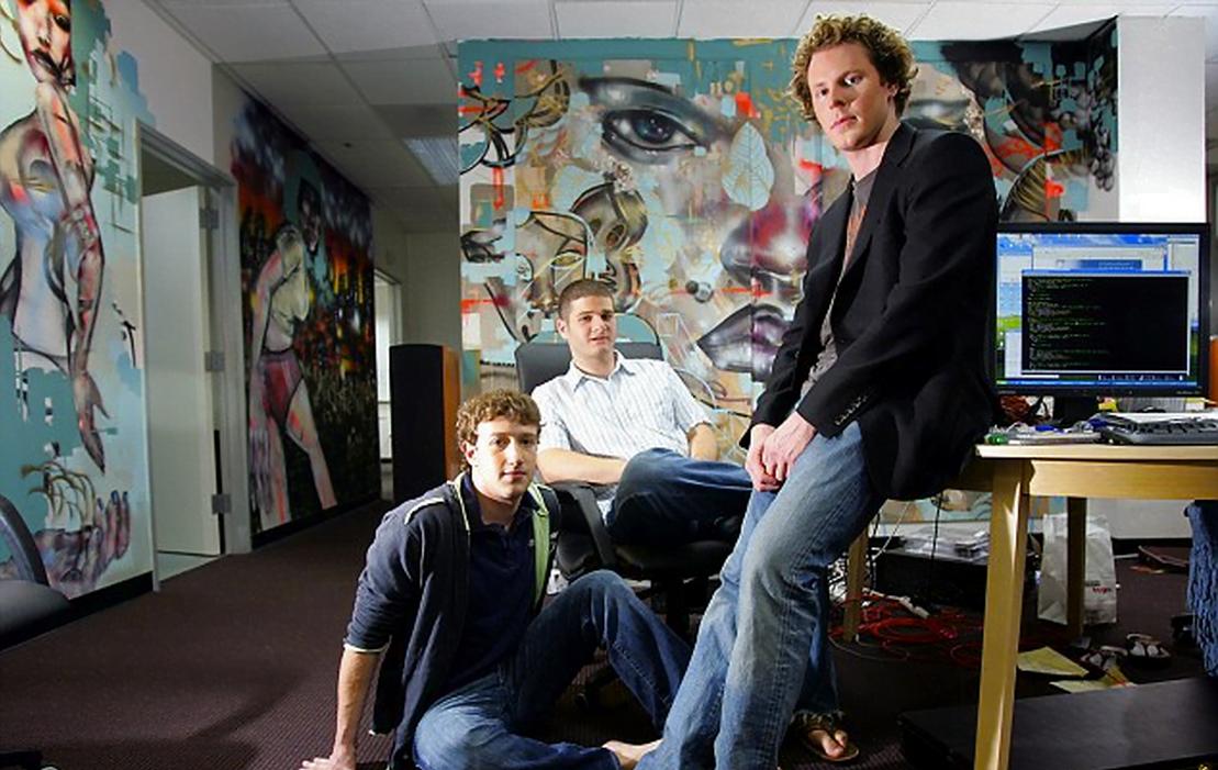 A clássica startup: em 2005, os jovens Mark Zuckerberg, Dustin Moskovitz and Sean Parker nos primórdios do Facebook (foto: reprodução NYT/redux/eyevine)