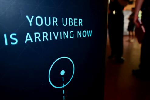 Seu Uber está chegando, diz a tela do polêmico aplicativo. Ele chega causando. Entenda a polêmcia.
