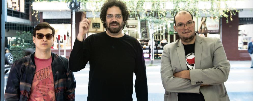 Os sócios da Endossa, Gustavo, Rafael e Carlos, na rua Augusta, onde o negócio começou.