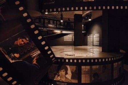 """A exposição """"Truffaut Um Cineasta Apaixonado"""" fica até 18 de outubro no MIS (foto: Letícia Godoy)."""