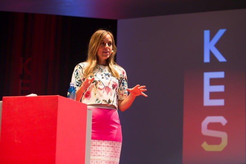 Amber esteve no Brasil e deu uma palestra para 160 executivos em um evento da KES.