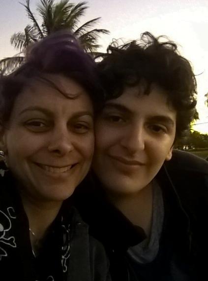 """Nana Calimeris com o filho Nicolas: """"Só superei tudo por que passei e estou aqui escrevendo esse depoimento por causa do amor. Não o amor romântico, de alguém por mim. Mas o amor que sinto pelo meu filho. Foi isso que não me permitiu desistir, que me fez ir adiante""""."""