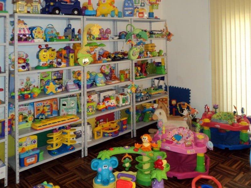 O Clube do Brinquedo tem centenas de assinantes, que pagam uma mensalidade para usar os itens por tempo limitado.