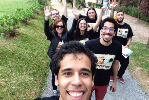 Pedro à frente de um encontro raro: o time da InEvent trabalha remotamente de várias regiões do Brasil
