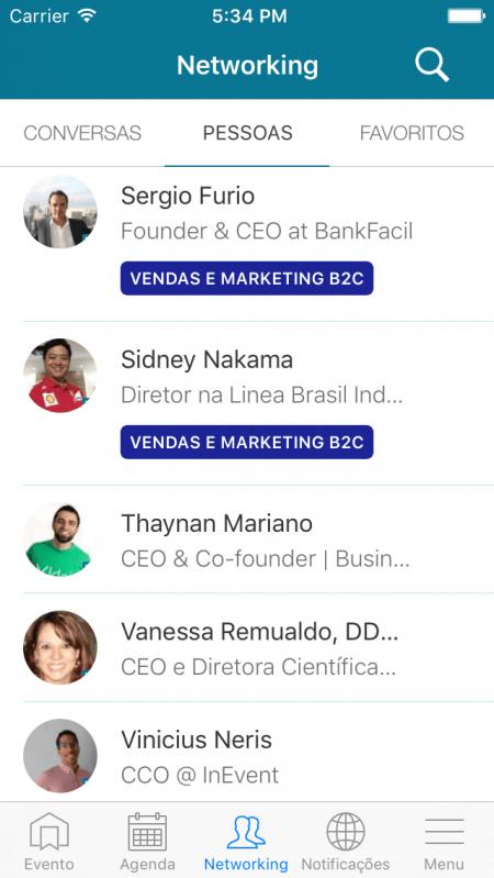 Simulação de uma das telas do aplicativo: chat nativo e integração com o LinkedIn.