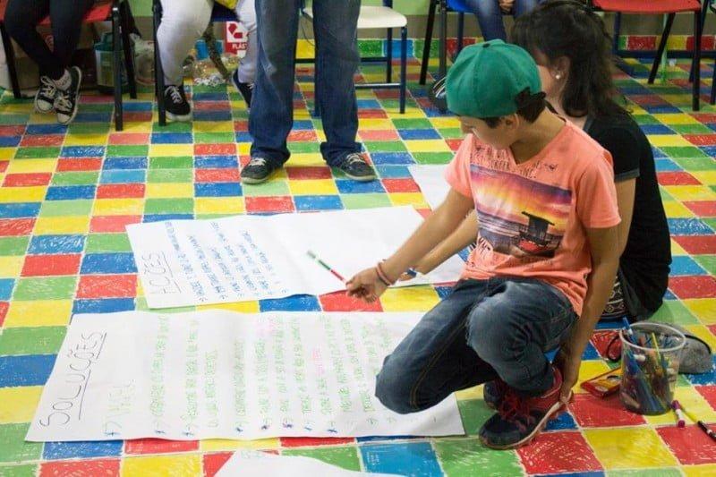 Alunos da Neyta Ramos, num dos projetos da Convexo: todos partem de problemas da comunidade e tratam de criar soluções via empreendedorismo.