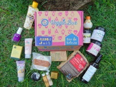 A caixinha de cosméticos traz produtos de diversas empresas parceiras, todas veganas e cruelty-free.
