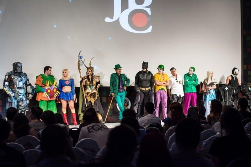 """Cosplayer é quem se fantasia como seu personagem favorito. Acima, os finalistas do concurso na CCXP do ano passado. O mote deste ano é """"Vai ser épico""""."""