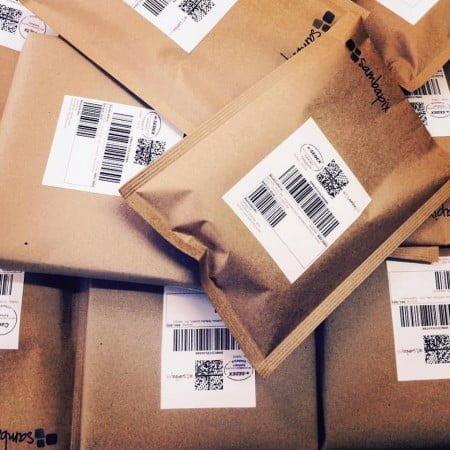 A SambaPix entrega cerca de 1 000 pedidos por mês, pelo correio, para todo o Brasil.