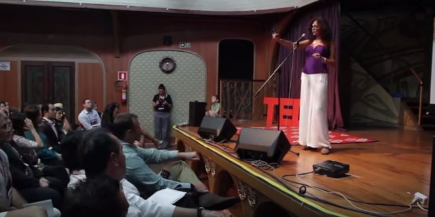 Lala vive da renda de suas palestras e cursos. Acima, um registro da fala do TEDx Jardins, a sua preferida.