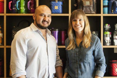 Parceria entre o personal trainer Karlos Brasília e a designer Gabi Vianna, a 2goBag cria bolsas de marmita estilosas.